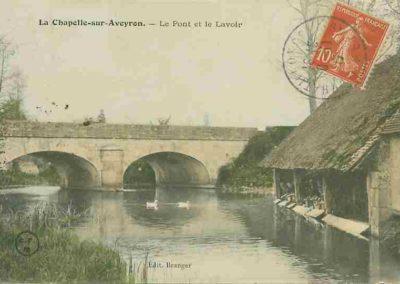 AVEYRON_-_La_Chapelle-sur-Aveyron_le_pont_et_le_lavoir
