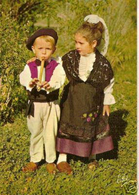 Lot_et_Garonna__petits_danseurs_dans_leurs_costumes