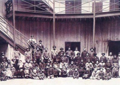 inmigrantes_en_el_viejo_Hotel_de_Inmigrantes_1899